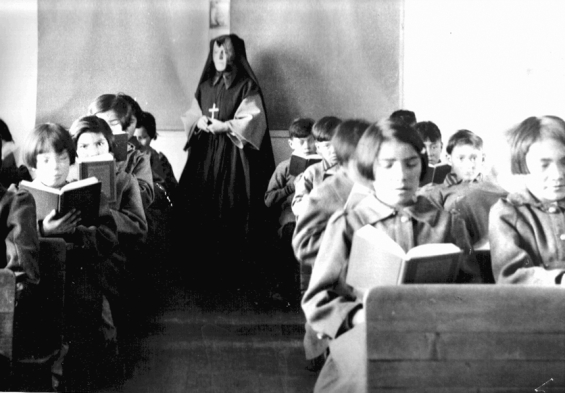 Students_of_Fort_Albany_Residential_School_in_class